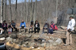 Scholars learn about Lenape cooking.